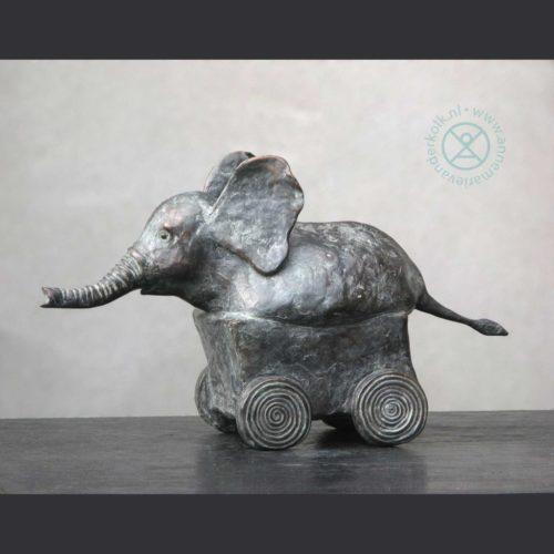 Olifanti | 2010 | 35 x 22 cm | oplage 5